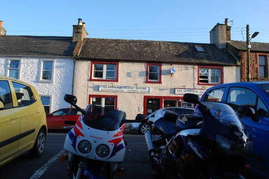 Wigtown, UK: Handy parking outside the Glaisnock Cafe