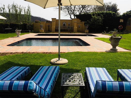 Franschhoek Country House & Villas: The pool.