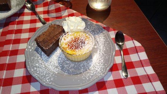 Murs, France: Crème aux œufs et moelleux au chocolat qui en fait est compact et ressemble à un simple gâteau a
