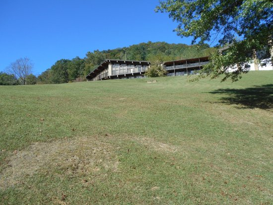 Buckhorn Lake State Resort: This is from the backside of the Lodge.