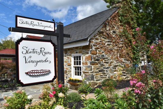 Upperville, VA: Slater Run Vineyards Tasting Room