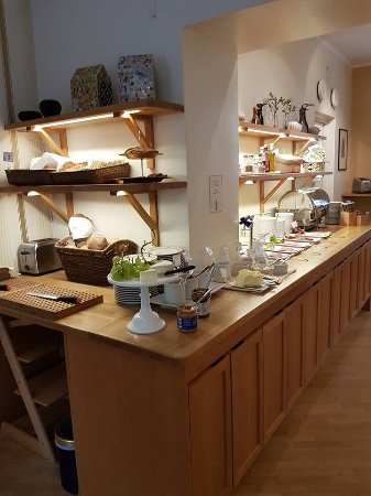 Hotel Royal: breakfast counter