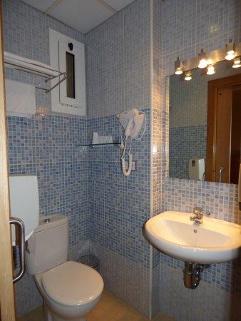 CABINET DE TOILETTES - Picture of Hotel Margarit, Girona - TripAdvisor