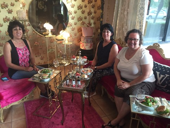 Weston, FL: Afternoon tea with friends in the tea room