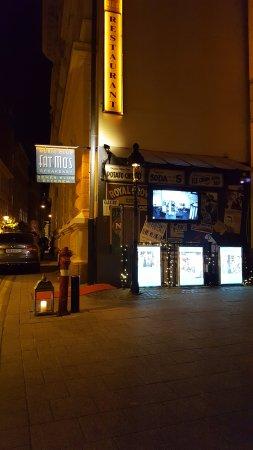 Fat Mo's Restaurant & Music Pub: Outside