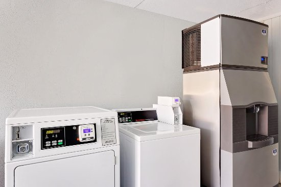 Baymont Inn & Suites Orange Park Jacksonville: Ice and Laundry