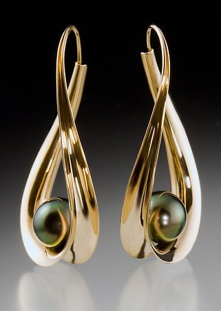 Salida, Κολοράντο: 14K Hoops with Black Pearls by Jerry Scavezze
