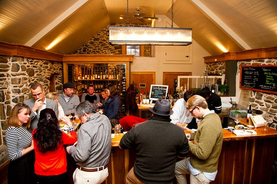 Upperville, VA: OysterFest at the SRV Tasting Room.