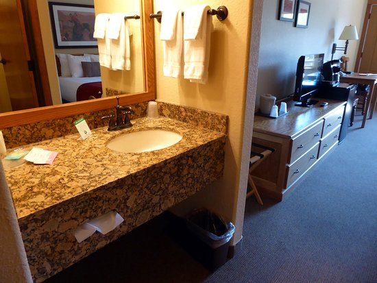 K Bar S Lodge: In-room-sink