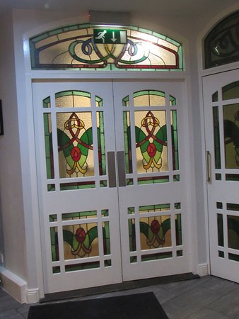 Clew Bay Hotel: Entrance doors