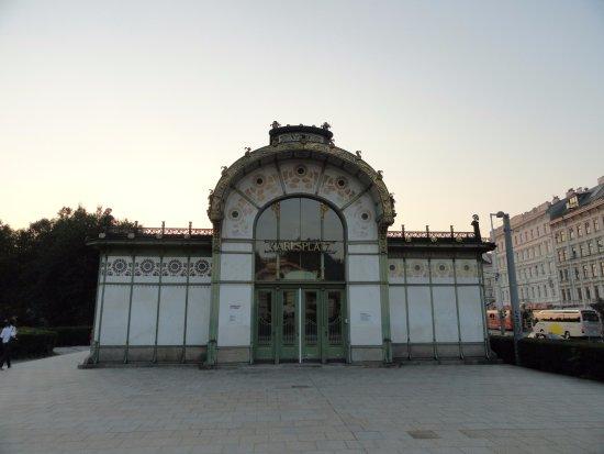 Karlsplatz: Arquitetura Art Nouveau da antiga estação de trem metropolitano