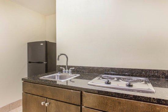 Κλίντον, Νότια Καρολίνα: Suites with kitchen and whirlpool
