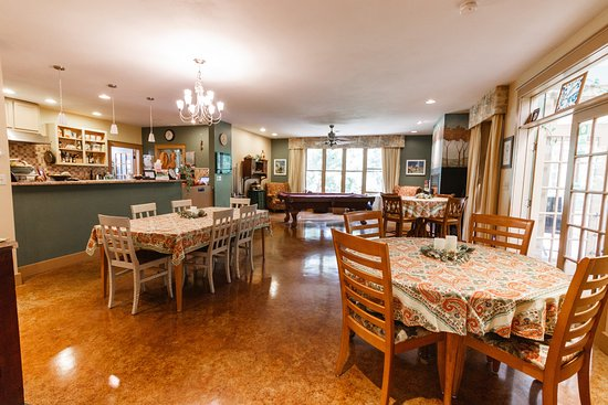 Addison, PA: Great room / kitchen (and main dining room) - three tables to choose from