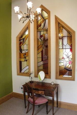 Mere Brook House: Stained Glass window in Queen Bee bedroom