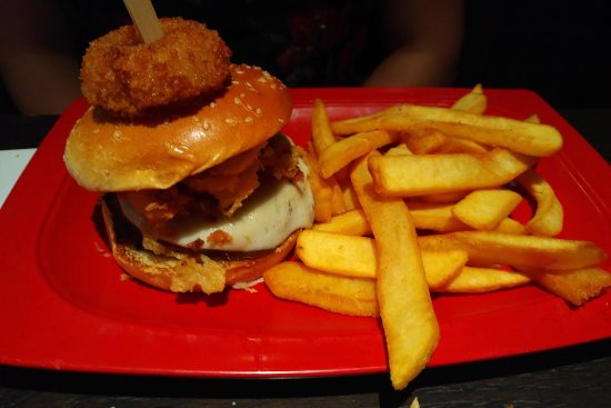 Cedar Hill, TX: Red Robin America's Gourmet Burgers and Spirits
