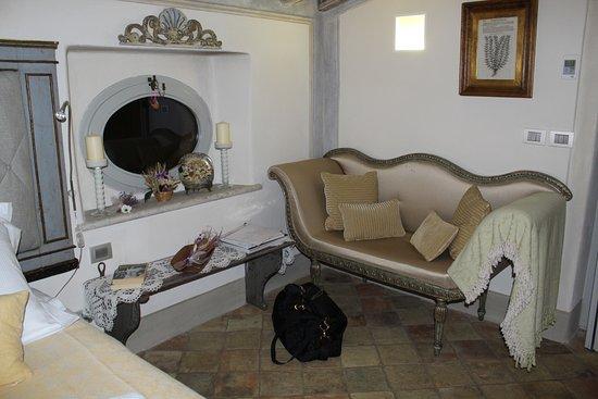 Casa Moricciani: Master Suite decor