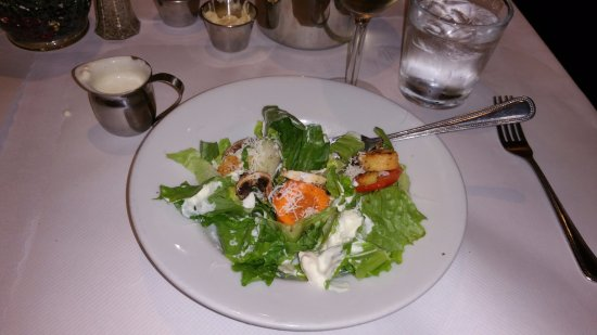 Carmichael, Kalifornia: House salad comes with meal