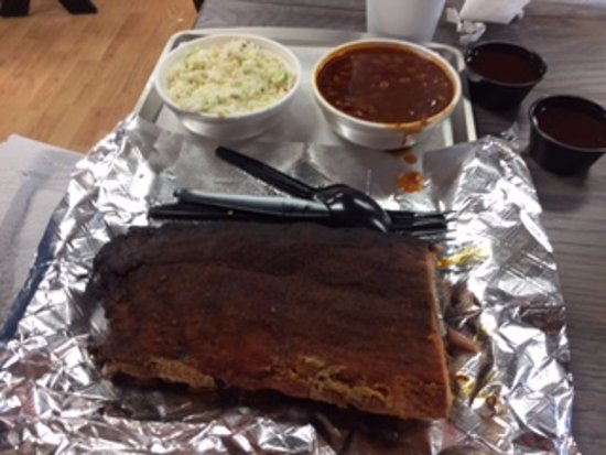 Rocky Mount, VA: Buddy's ribs with sides of slaw and beans
