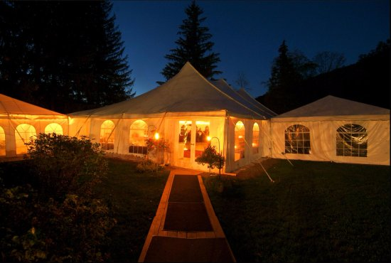 "Oliverea, Nova York: Open air ""Tent Pavilion"" featuring full flooring and thermostatically controlled heating!"