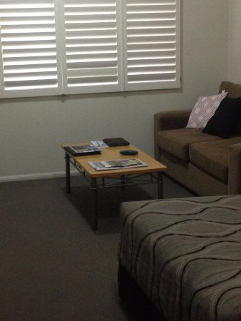 กูนดิวินดิ, ออสเตรเลีย: Timber louvres add a modern touch and control light