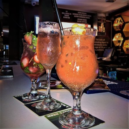 Woodbrook, Trinidad: Buzzberry Mojito, Blueberry Sparkle, Bloody Mary
