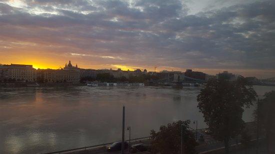 Boutique Hotel Victoria Budapest: Sunrise