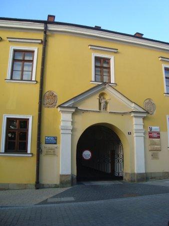 Krosno, Poland: brama Muzeum