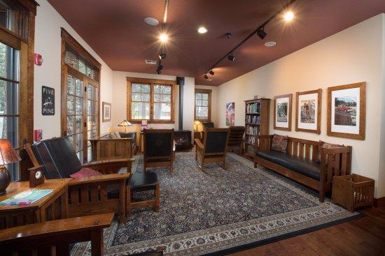 Sisters, Oregón: FivePine Library