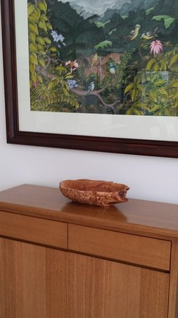 Tolga, Αυστραλία: My small purchase - a burl bowl. It looks perefect in our dining room.