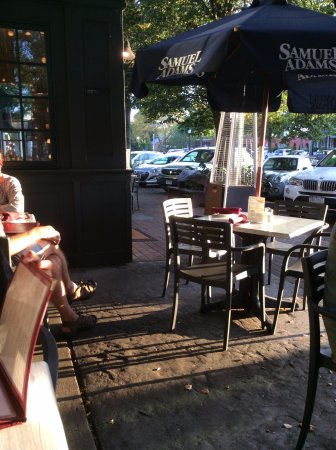 Penny Lane Pub & Restaurant : Tables