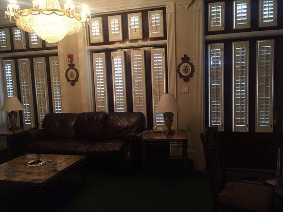 Plaza Suite Hotel Resort : living room