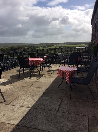 Caherconnell, Ireland: Outdoor Seating with a View