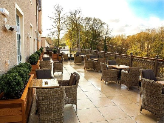 Clarkston, UK: Terrace