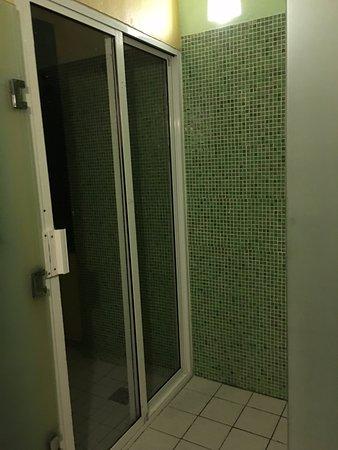Nueva Vida de Ramiro: Indoor shower. To the left is the outdoor shower with beach views. Note: salt water (eco)