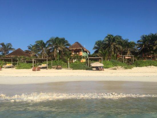 Nueva Vida de Ramiro: View from the beach looking at our cabana/room.