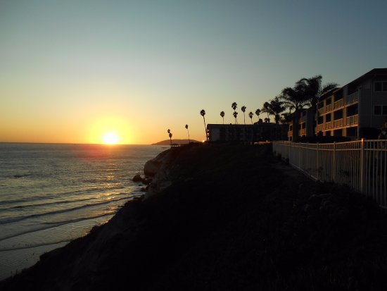 sun setting over the pacific ocean picture of cottage inn by the rh tripadvisor com Pismo Lighthouse Suites Pismo Beach Hotels