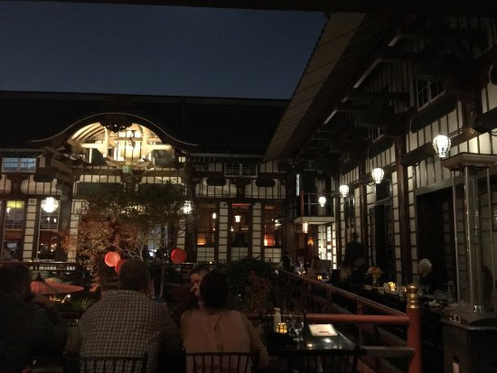 Yamashiro, Indoor / Outdoor Dining