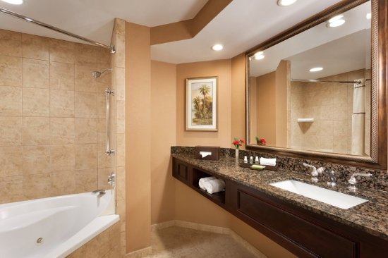 Deluxe king suite bathroom picture of caribe royale for Bathroom suites direct