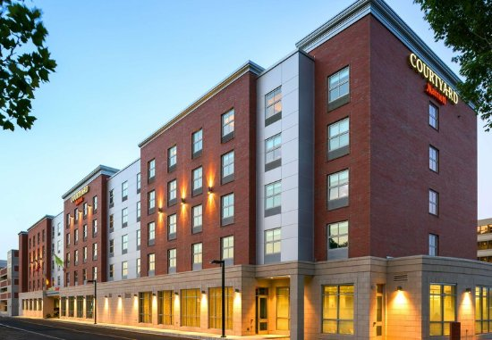 Edgewater, NJ: Hotel Exterior