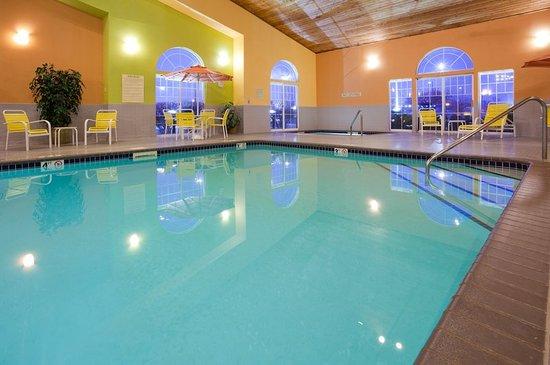 CountryInn&Suites Pella  Pool