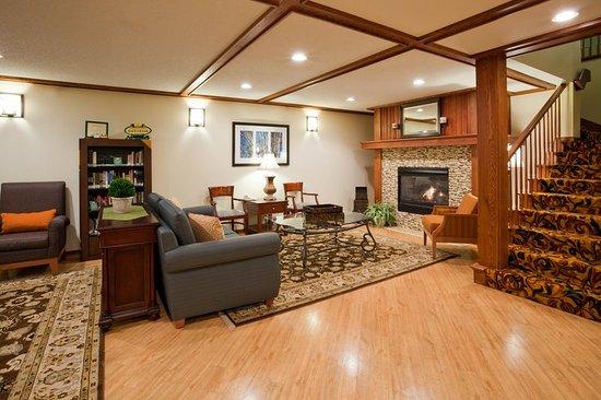 CountryInn&Suites Pella  Lobby