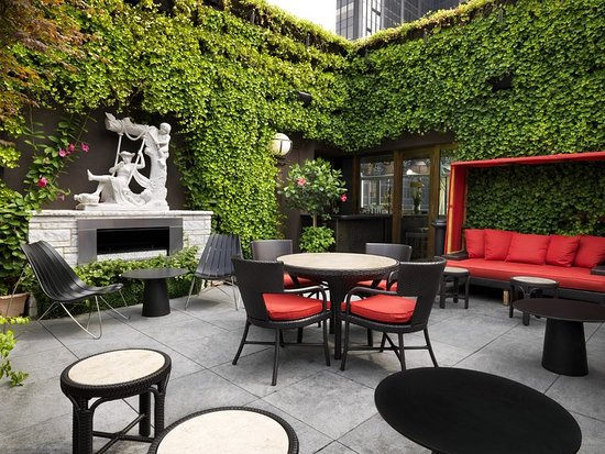 The Kimberly Hotel : Upstairs Outdoor Patio