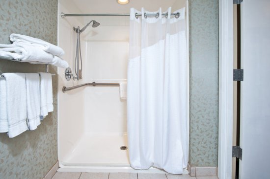 Holiday Inn Express Exton - Lionville: ADA/Handicapped accessible Guest Bathroom with roll-in shower