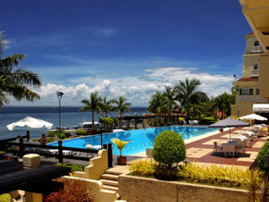 Pool View Picture Of Sotogrande Hotel Amp Resort Lapu Lapu Tripadvisor