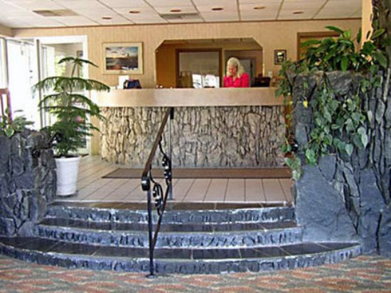 Weathervane Terrace Inn and Suites: Lobby