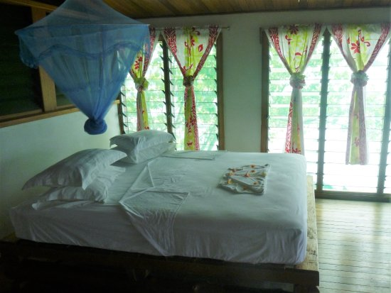 Gizo, جزر سليمان: Beach house bungalow upstairs have self contained with 1 double bed.