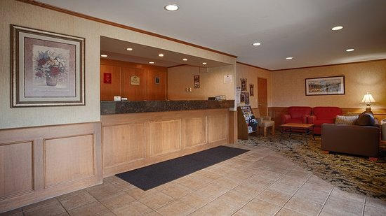 Best Western Salmon Arm Inn : Front Desk