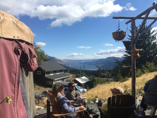 Underwood, WA: Great wine, great view, great experience