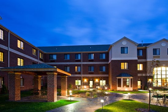Staybridge Suites East Lansing-Okemos (MSU Area): Renew in our picturesque courtyard
