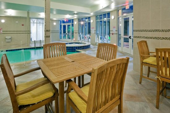 Bellmead, TX: Our indoor pool is a great place to meet and relax!